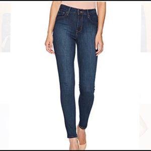 Levi's 721 High Rise Skinny Jean in Dark Wash